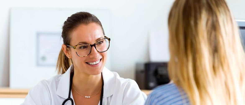 Выделения у женщин: какой врач лечит